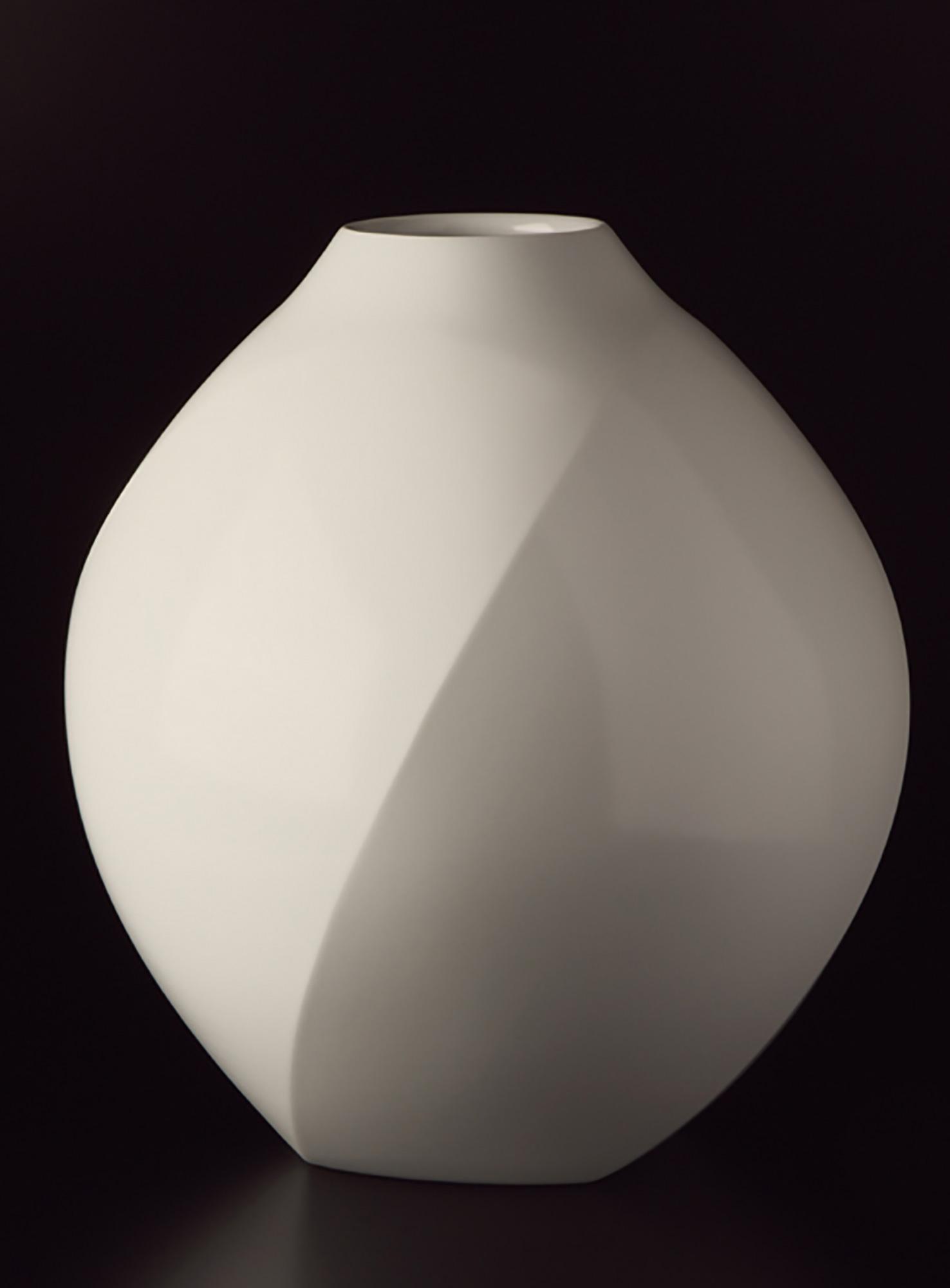 White Porcelain Faceted Vase(2011)