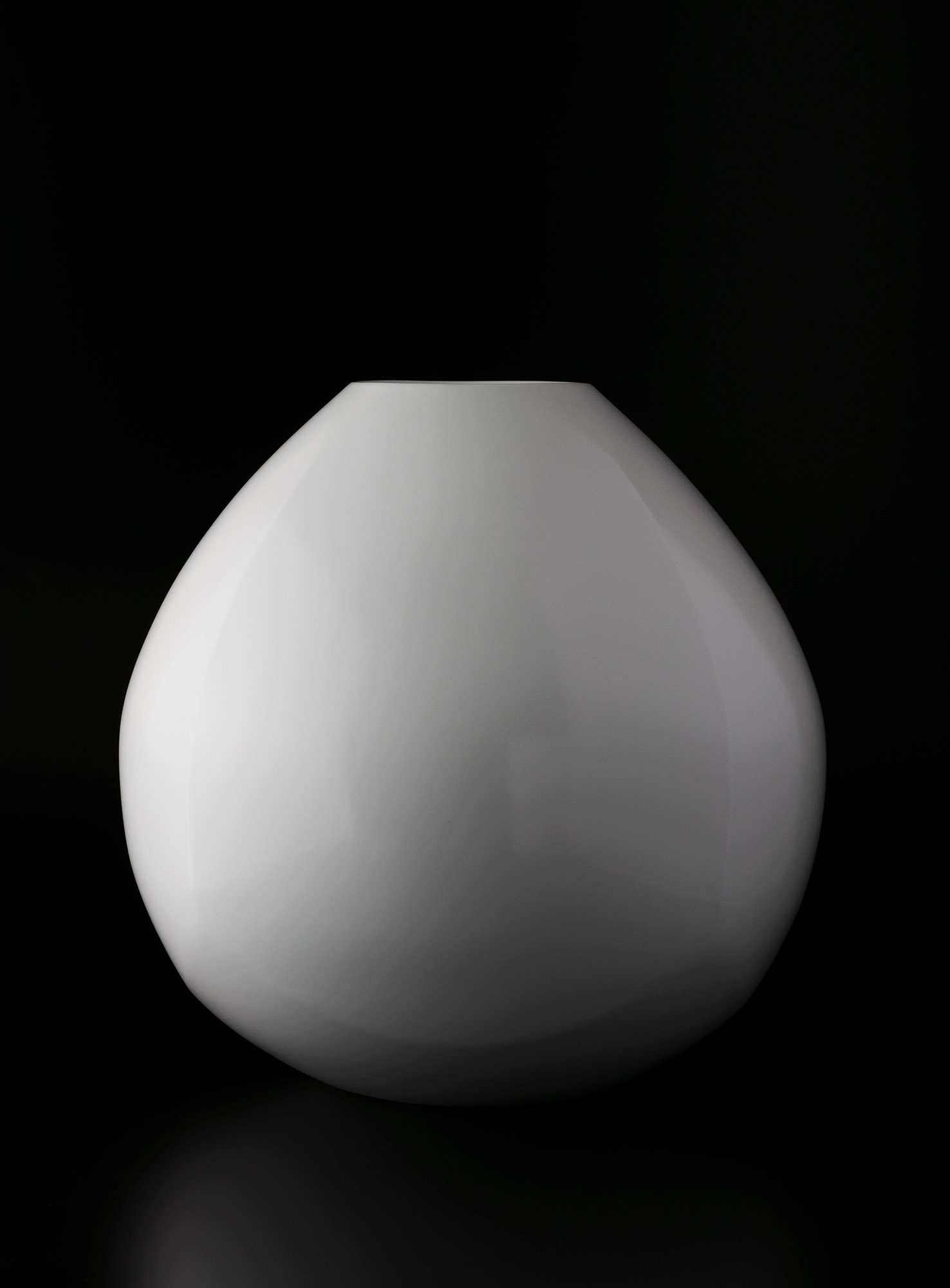White Porcelain Faceted Vase(2019)