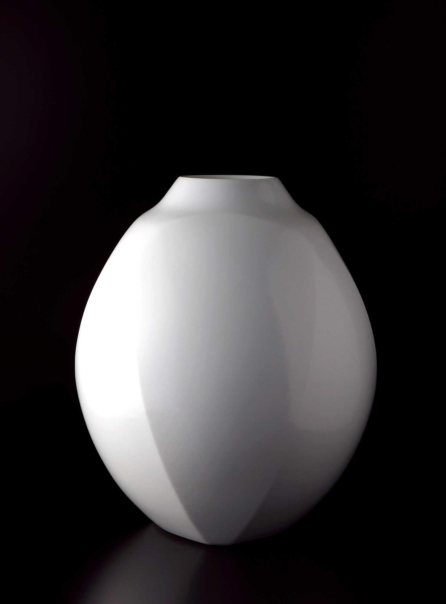 White Porcelain Faceted Vase(2014)