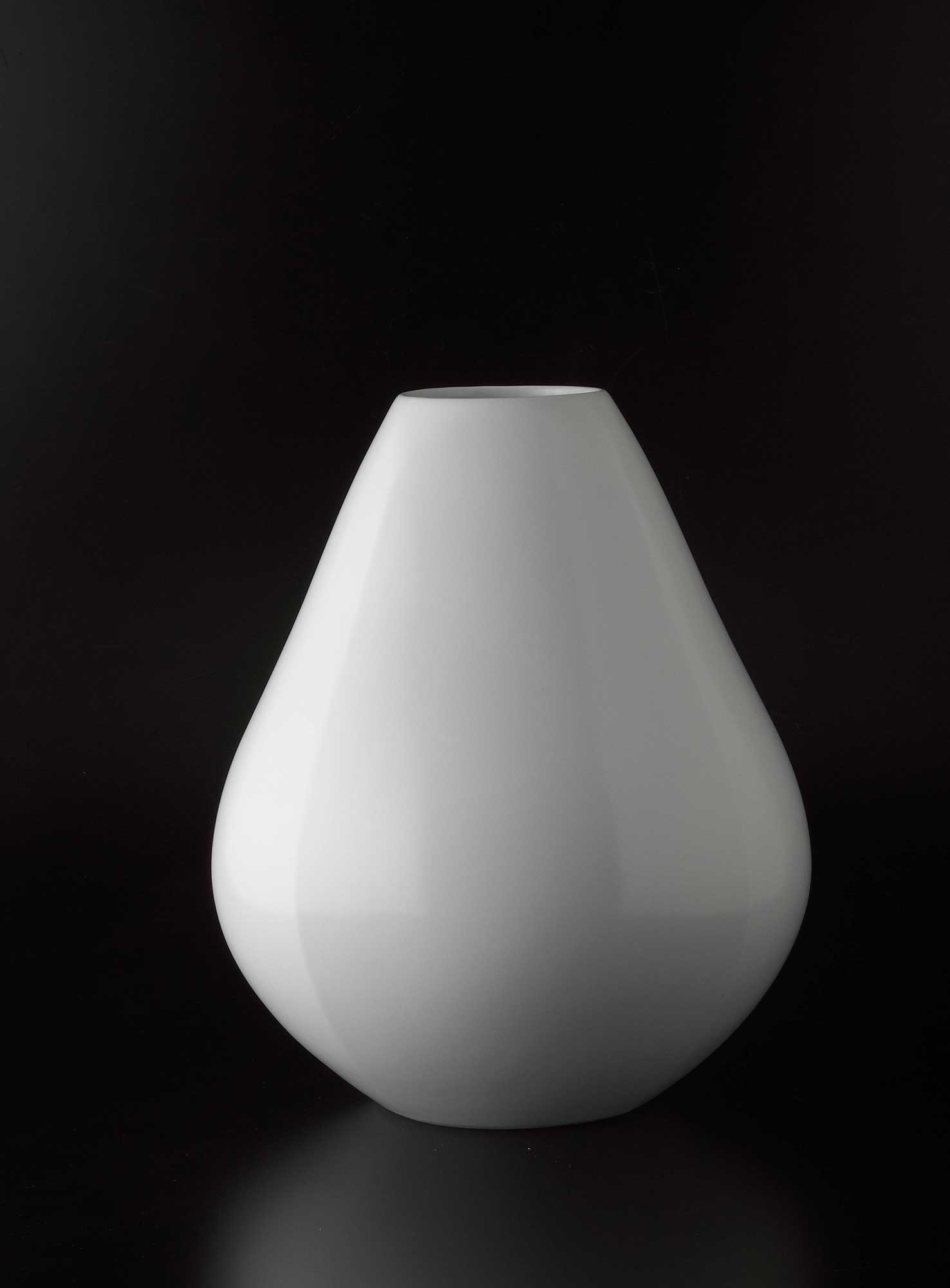 White Porcelain Faceted Vase(2018)